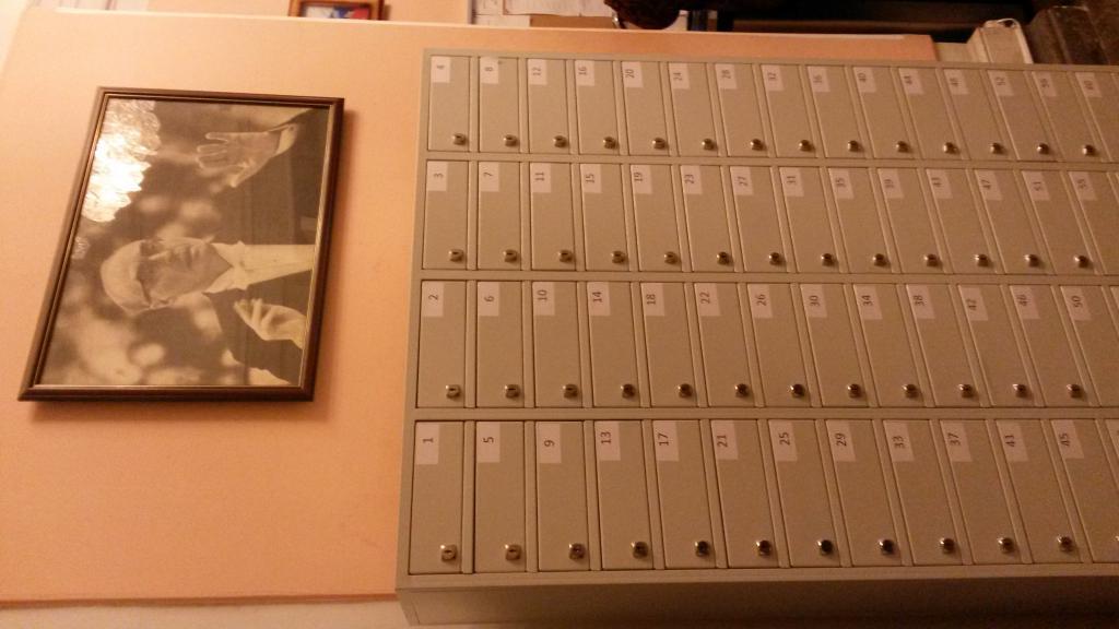 Название: Шкафчики для мобильников.jpg Просмотров: 1556  Размер: 63.3 Кб